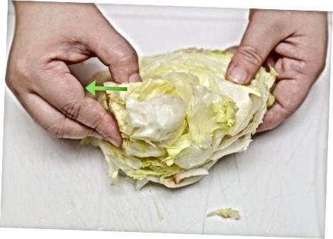 Резање салате на мале комаде