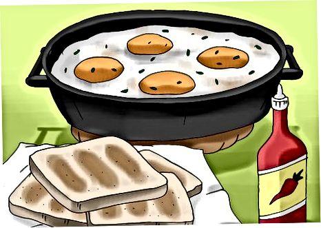 मच्छीमार अंडी बनवित आहे