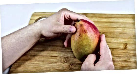 Mango lupimas daržovių žievelėmis