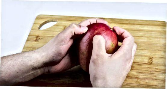 Mango lupimas rankomis