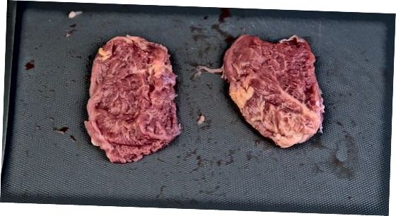Das Filet in Steaks schneiden