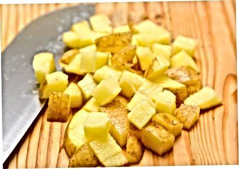 Praženje krompirja v mikrovalovni pečici