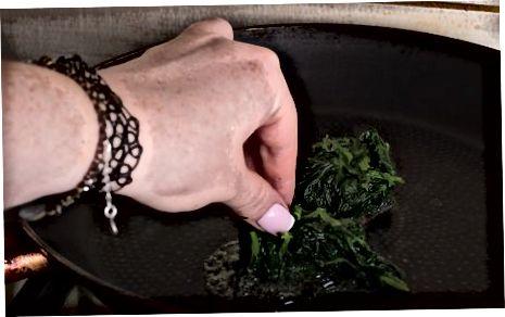 Загревање шпината на шпорету