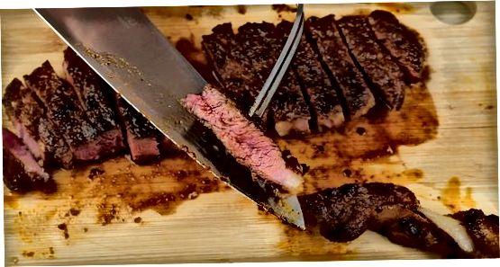 调味和烹饪牛排