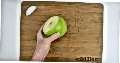 Nulupkite obuolį su daržovių žievele
