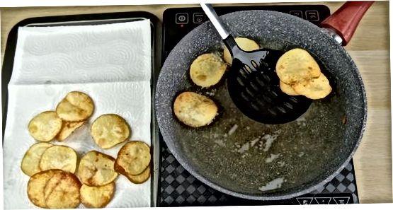 Smażenie warzyw korzeniowych w oleju