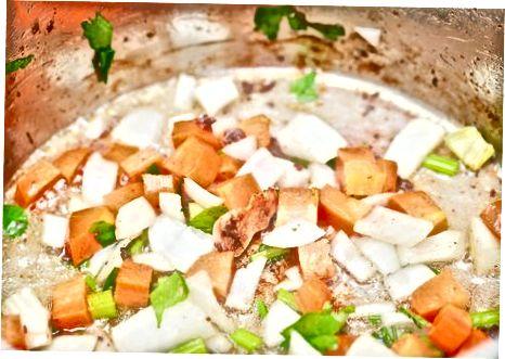 Geschmorte Lammkeulen mit Karotten und Kartoffeln