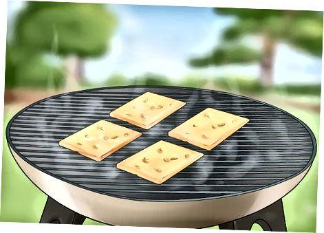 Пушење сира у врућем пушачу или роштиљу