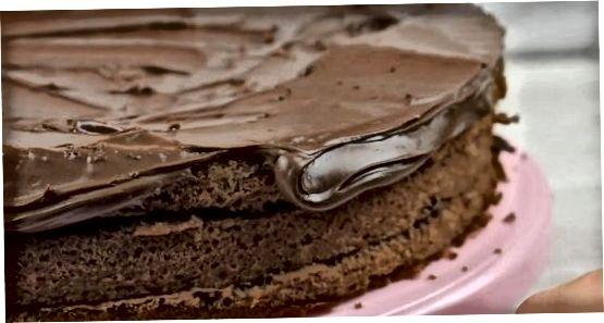 Belag auf Ihren Kuchen legen