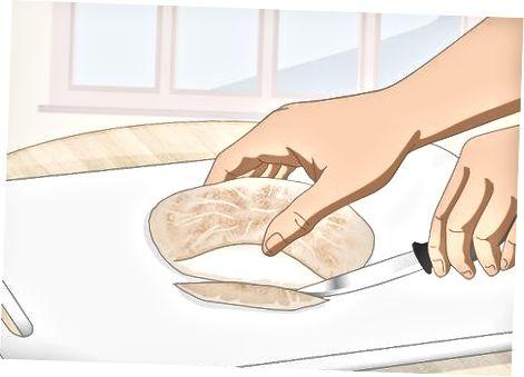 Marrja e sanduiçeve të mbushur me xhepa Pita