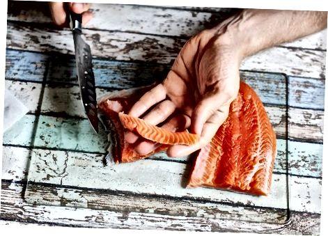Сечење лососа за суши