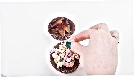 Shokolad krujkalariga xizmat qilish