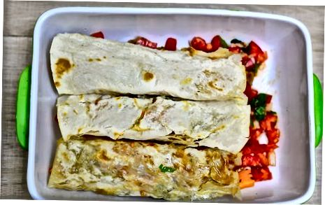 ປະກອບ Enchiladas ແລະ Bake