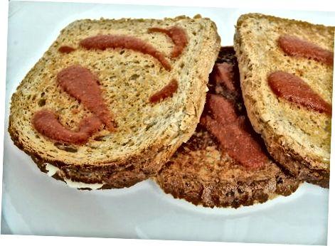 Mozzarella uslubidagi Vegan panjara qilingan pishloq sendvichi