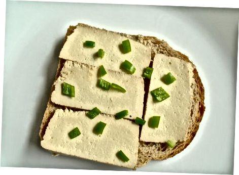 Vegan panjara pishloq sendvichi Jalapeños bilan