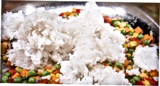 Den gebratenen Reis kochen