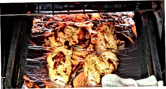Marineeritud küpsetatud kana rinnad või reied
