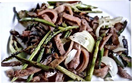 הכנת ירקות אביב קלויים עם בשר חזיר