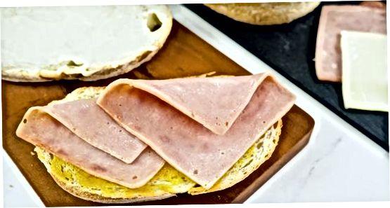 Klassik jambon va pishloq sendvichini tayyorlash