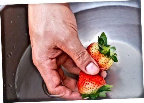 Очищення полуниці за допомогою оцтового розчину