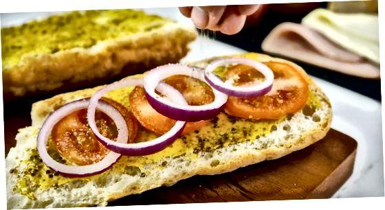 Ciabatta-da yuklangan gurme xem sendvichini yaratish