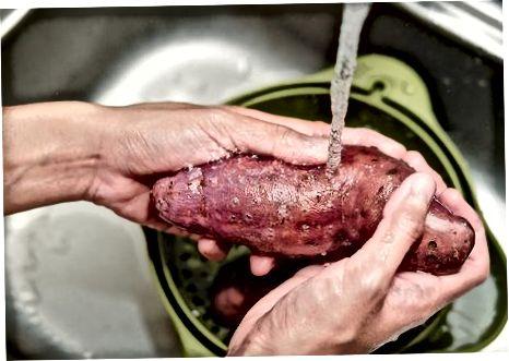 Очищення, а потім відварювання солодкого картоплі