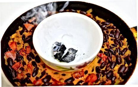 Rokerigheid toevoegen voor restaurantachtige Dal met behulp van de Dhungar-methode