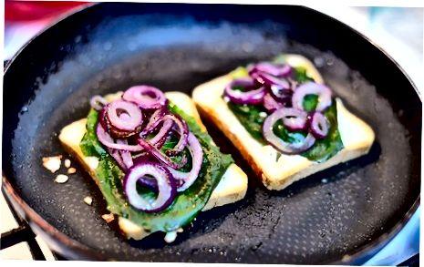 Qal'a panjara pishloq sendvichini tayyorlash