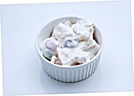 Yogurtga asoslangan ambrosiya salatini tayyorlash