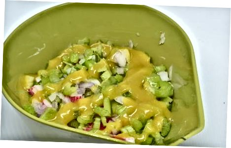 Приготування салату з морепродуктів з креветками та крабами