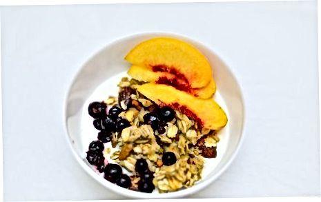 Blueberry Granola yogurt kosasini qamchilash