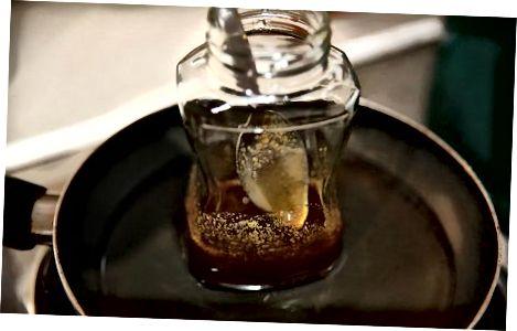 Likuifikimi i mjaltit me ujë të ngrohtë