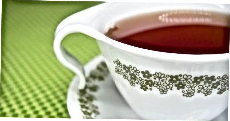 מגישים את התה