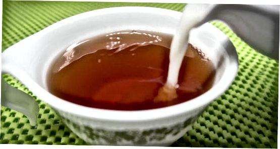 ჩაის ემსახურება