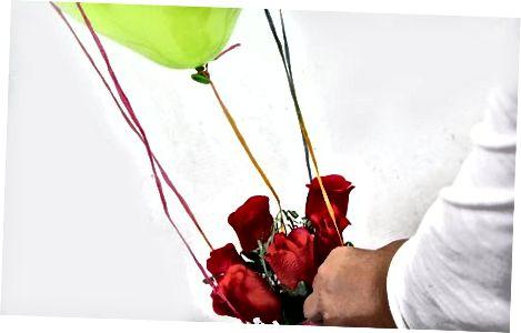 Entwerfen Sie Luftballons mit Blumenarrangements