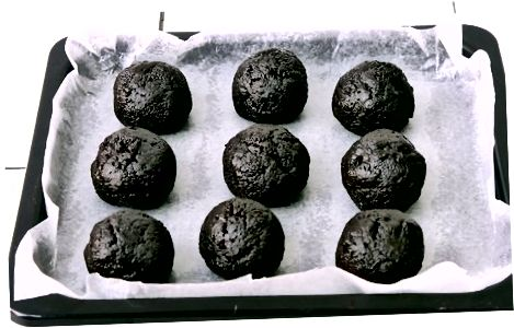 Blanding av ingrediensene og å lage baller