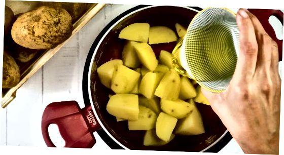 Ahjus pruunistatud kartulite röstimine