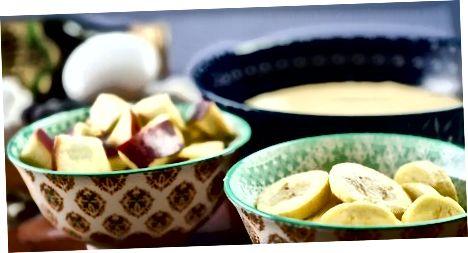 اضافه کردن میوه به خمیر