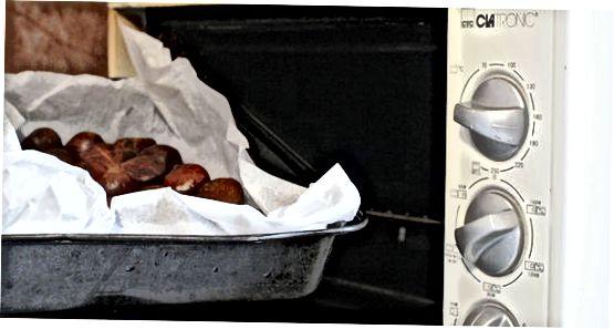 Kastanien in einem Ofen rösten