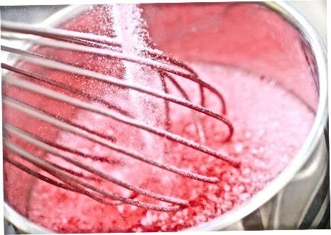 Naudojant purviną arbūzų likerį ir pilką žąsį