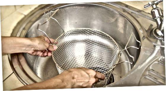पास्ता काढणे