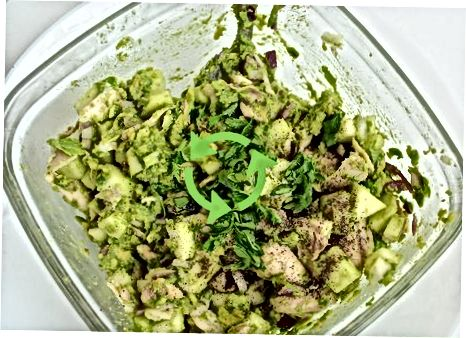 Olma bilan birga avokado tovuq salatasini qamchilash