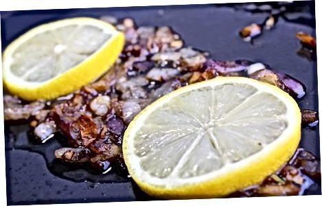 Израда печене зачињене харинге пуњене биљем