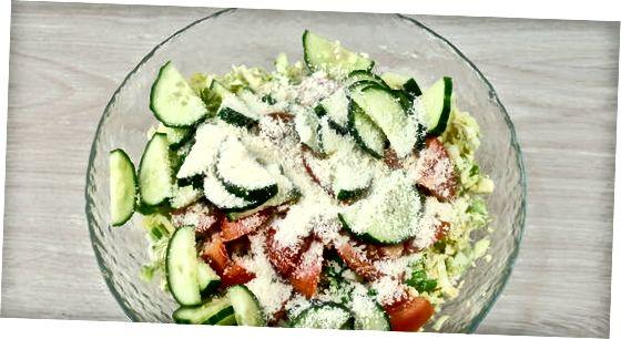 Направите ароматичну салату од сирових бриселских младица