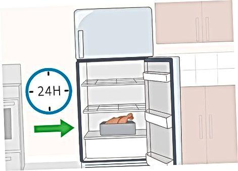 Das Huhn im Kühlschrank auftauen lassen