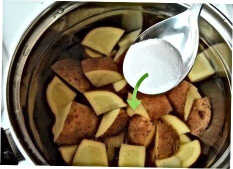 Відварювання картоплі на плиті