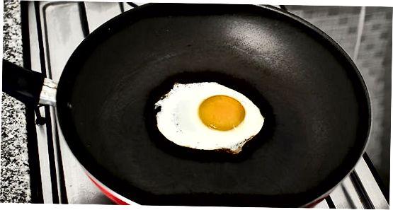 在吐司上做传统鸡蛋