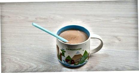 תערובת מיקרוגל עם שוקולד חם
