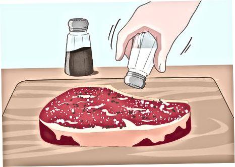 Qovurg'a temirdan yasalgan mahorat yordamida biftekni ko'rish