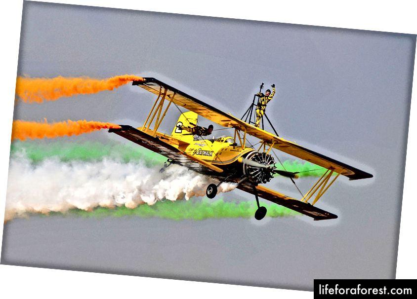 Każdego roku czekaliśmy na Aero India (Air Show) w Bangalore i bardzo bałem się myśliwców i kaczek, gdy mijali lub, co gorsza, płakali.
